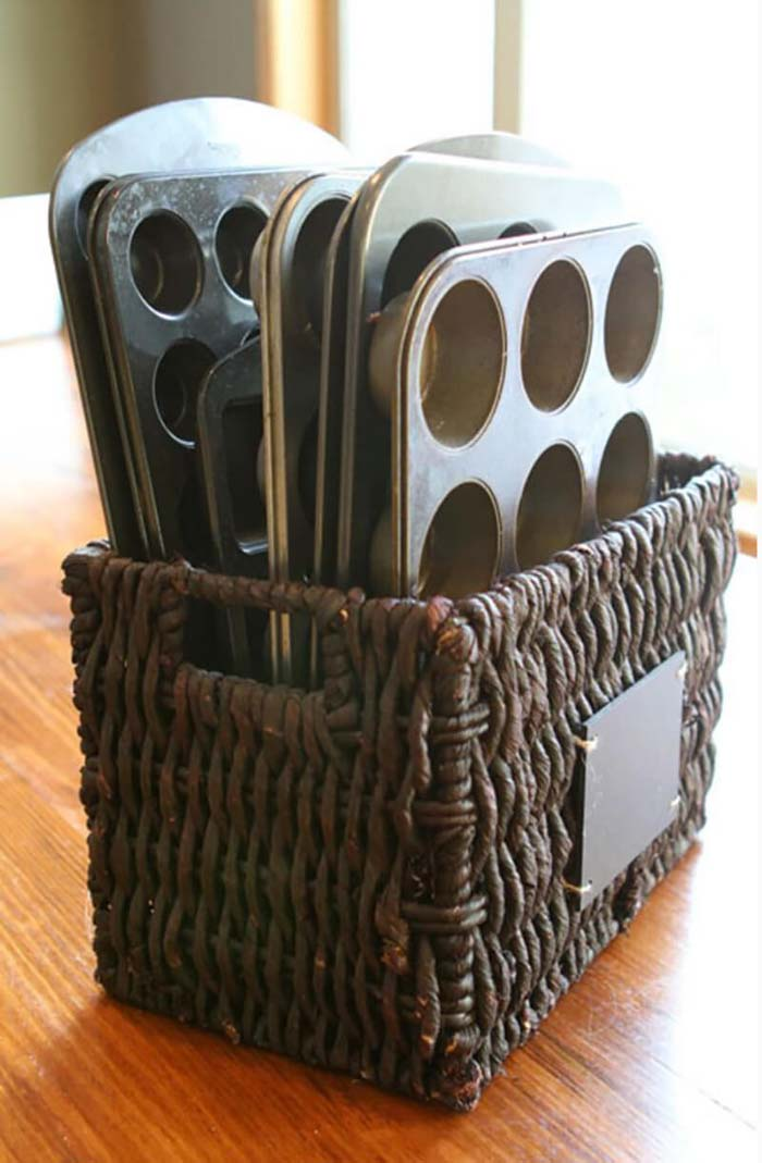 All Your Muffin Tins in One Basket #dollarstore #storage #organization #decorhomeideas