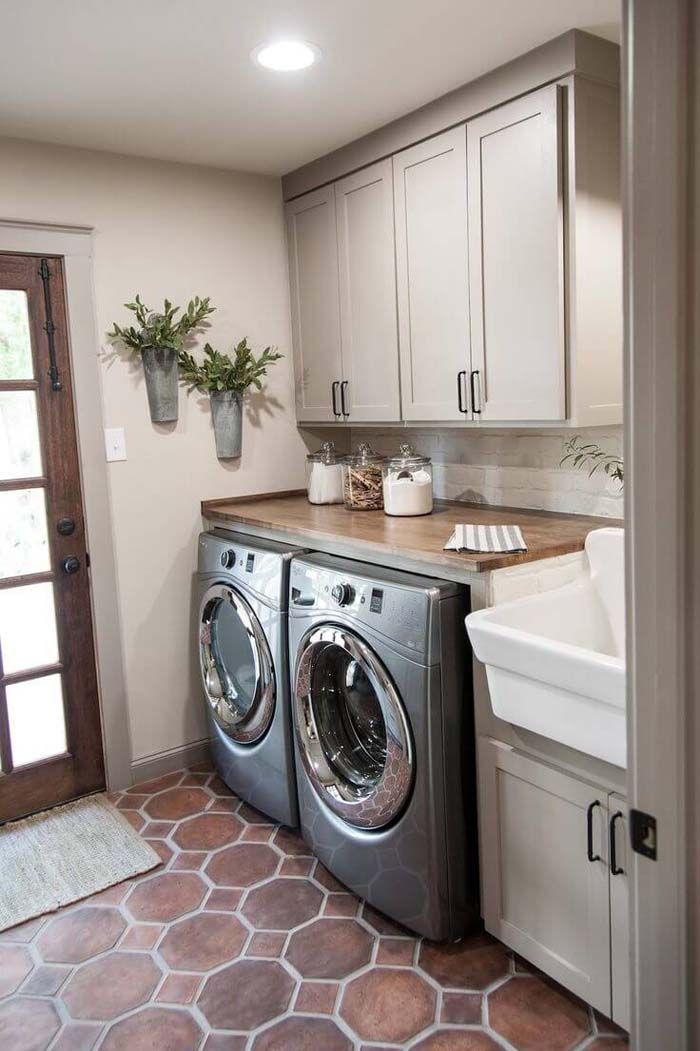 Beige Colored Laundry Room #laundryroom #small  #design #decorhomeideas