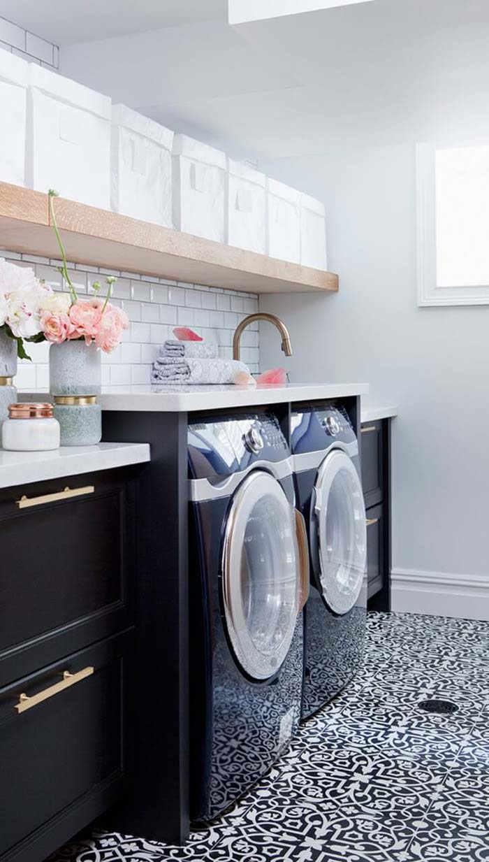 Black White Pink Laundry Room #laundryroom #small  #design #decorhomeideas
