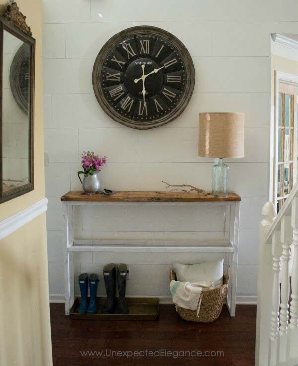 Classic Entryway with Large Antique Style Clock #farmhouse #entryway #decor #decorhomeideas