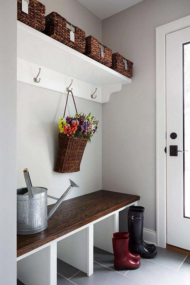 Contemporary and Simple Mudroom Decor #storage #mudroom #organization #decorhomeideas