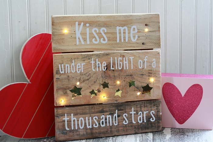 Creative Lighting Elements #diy #pallet #sign #decorhomeideas
