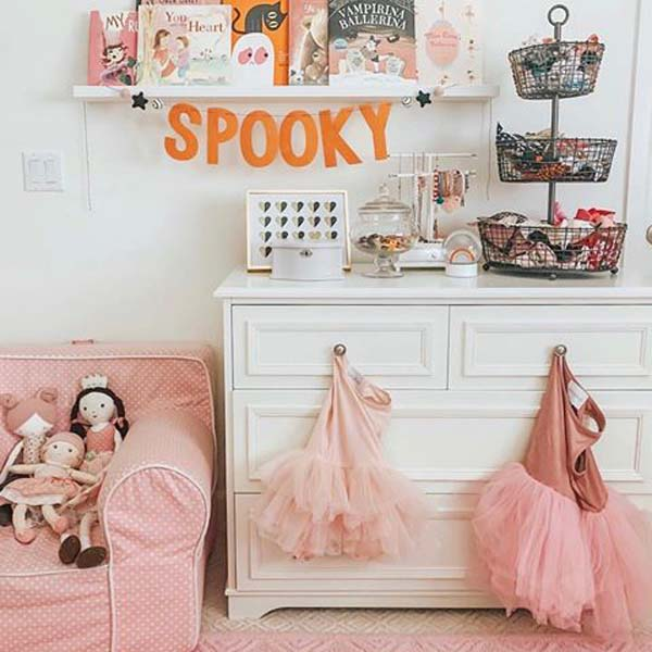 Cute Pink Halloween Reading Nook #halloween #kidsroom  #nursery #decorhomeideas
