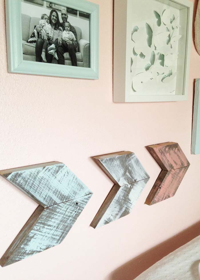 DIY Pallet Wood Arrows #diy #pallet #sign #decorhomeideas