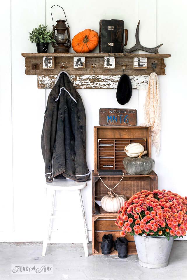 DIY Rustic Fall Wood Sign #diy #pallet #sign #decorhomeideas