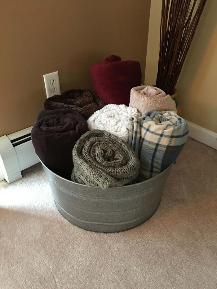 Keep Towels Organized in Water-Proof Bucket #galvanized #tub #bucket #decorhomeideas