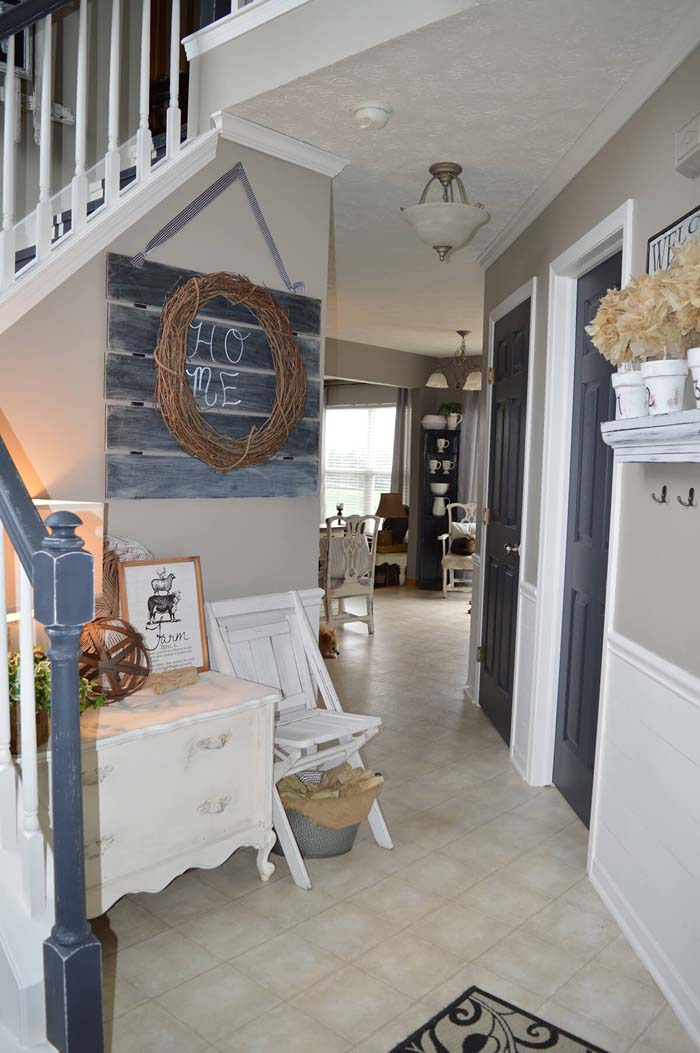 Corner Nook with Slate Picket Sign and Garland #farmhouse #entryway #decor #decorhomeideas