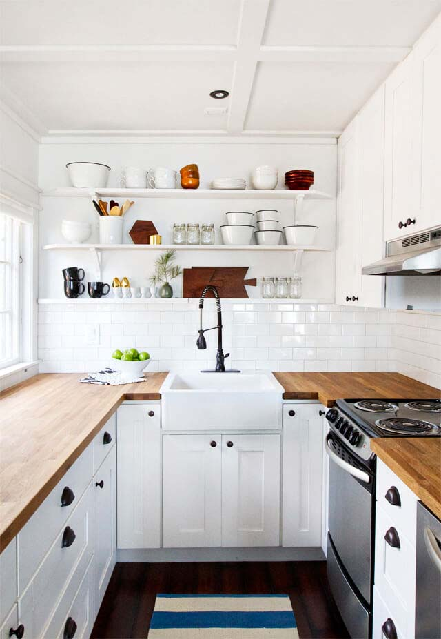 Old Fashioned Faucet Offsets Bright White Decor #small #kitchen #design #decorhomeideas