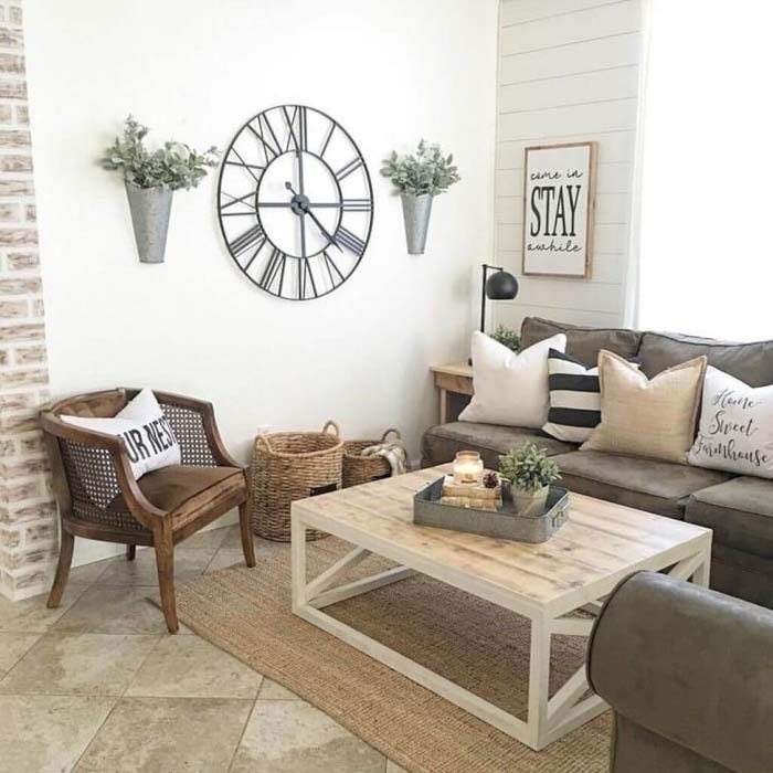 Oversized Clock Wall Vases  and Stay Sign #rustic #livingroom #walldecor #decorhomeideas