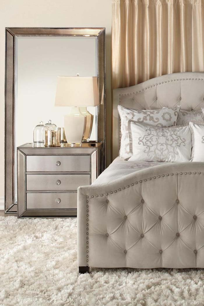 Oversized Mirror and Matching Bedside Table #mirror #decoration #decorhomeideas