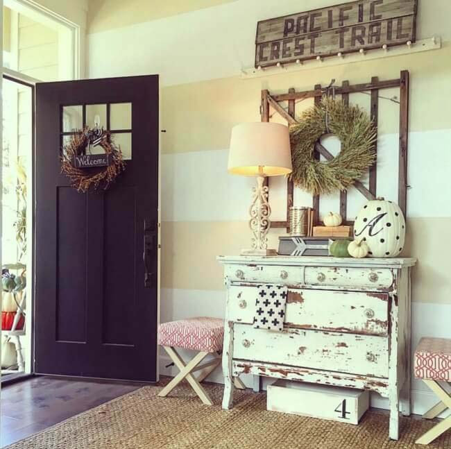 Rustic Pacific Style Stripped Chest and Antique Sign #farmhouse #entryway #decor #decorhomeideas