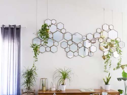 Plants and Geometric Mirrors #houseplant #wall #decor #decorhomeideas