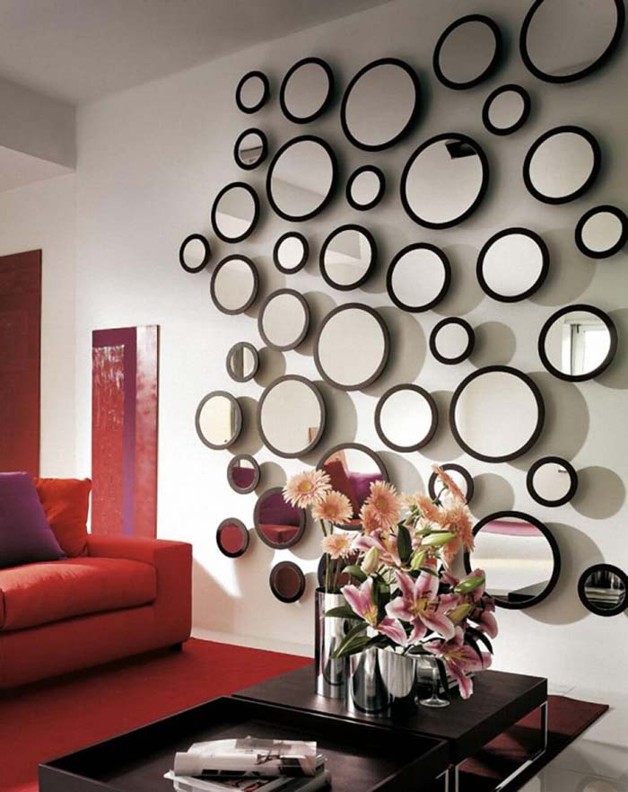 Playful Accent Wall of Round Mirrors #mirror #decoration #decorhomeideas