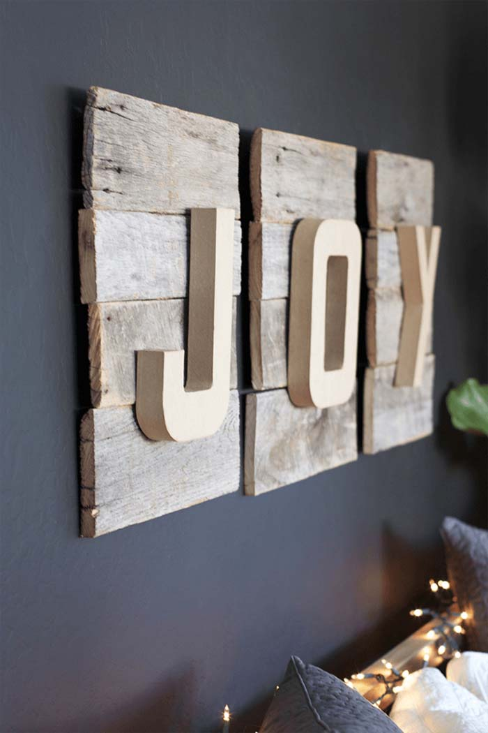 Reclaimed Wood DIY Christmas Sign #diy #pallet #sign #decorhomeideas