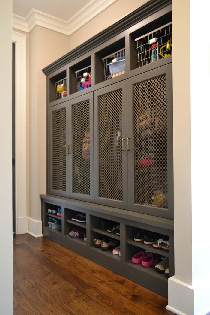 Clever Screened Doors For Airflow And Visibility #storage #mudroom #organization #decorhomeideas