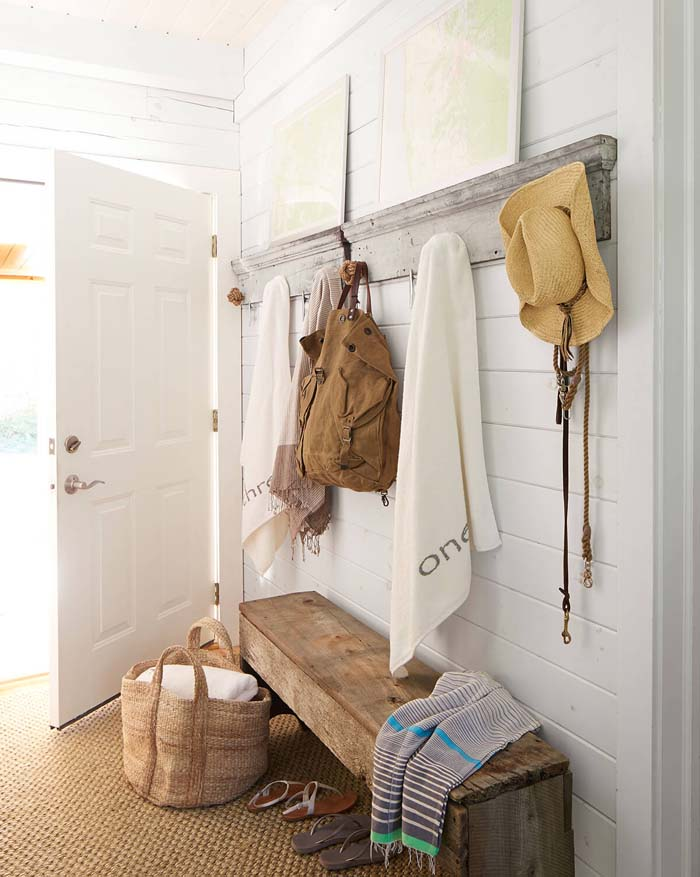 Simple And Inexpensive Mudroom Design #storage #mudroom #organization #decorhomeideas