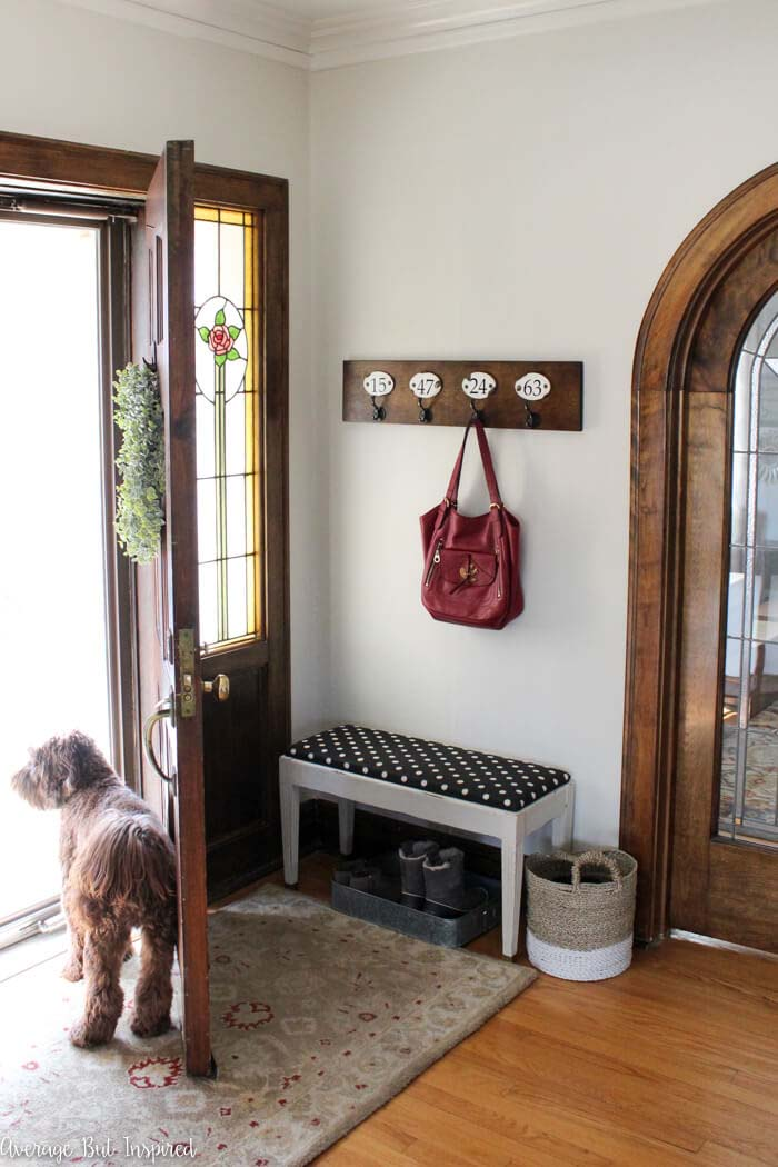 Simple Entry Nook with Numbered Hooks #farmhouse #entryway #decor #decorhomeideas
