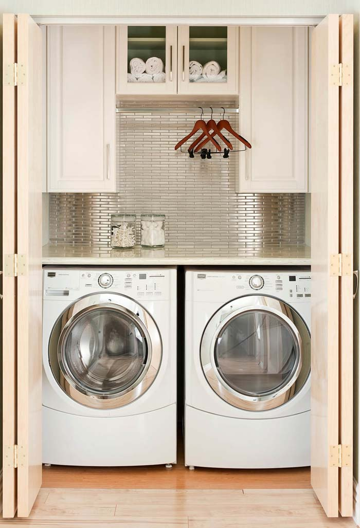 Space Age Closet Surprise Laundry Room #laundryroom #small  #design #decorhomeideas