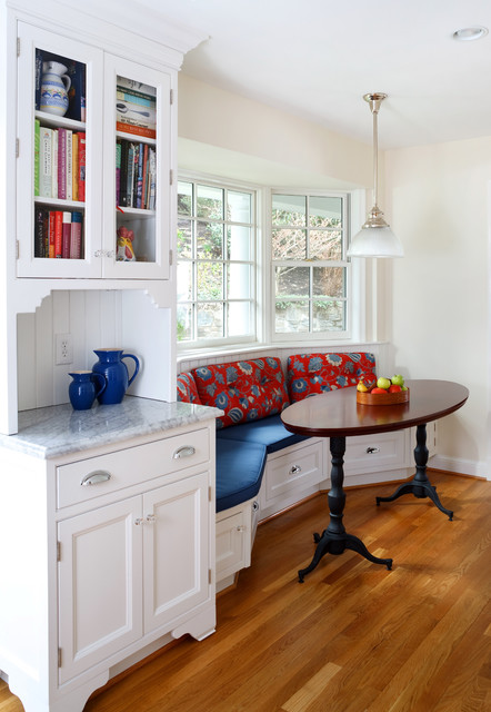 Sunny Dining Nook with Bright Upholstery #kitchen #bench #decorhomeideas