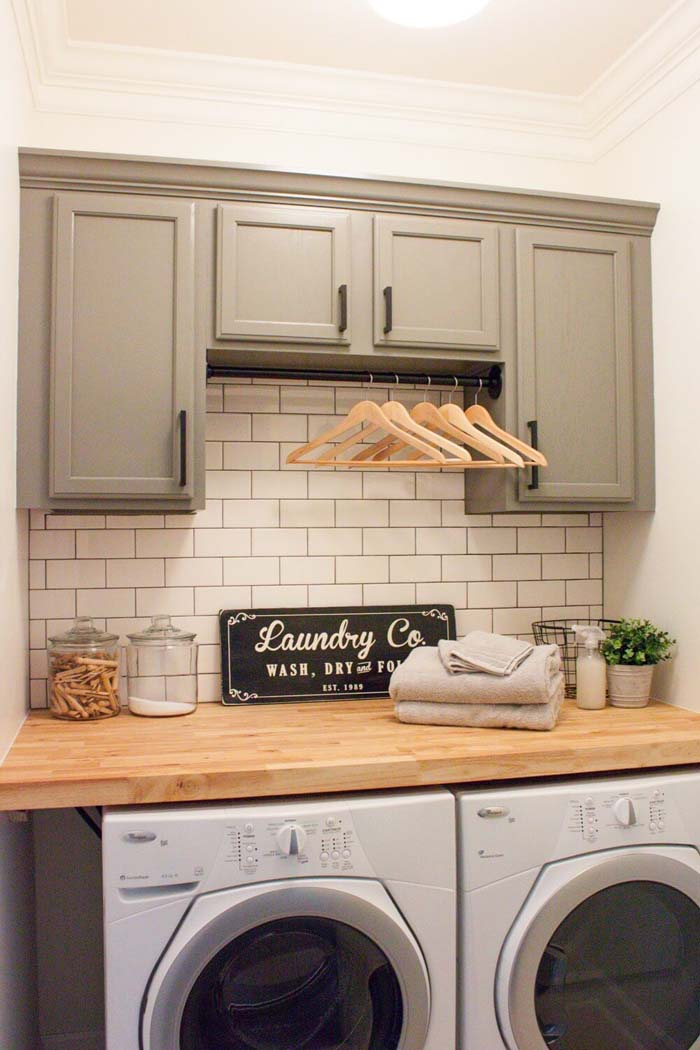 Super Simple Laundry Wall Makeover #laundryroom #small  #design #decorhomeideas