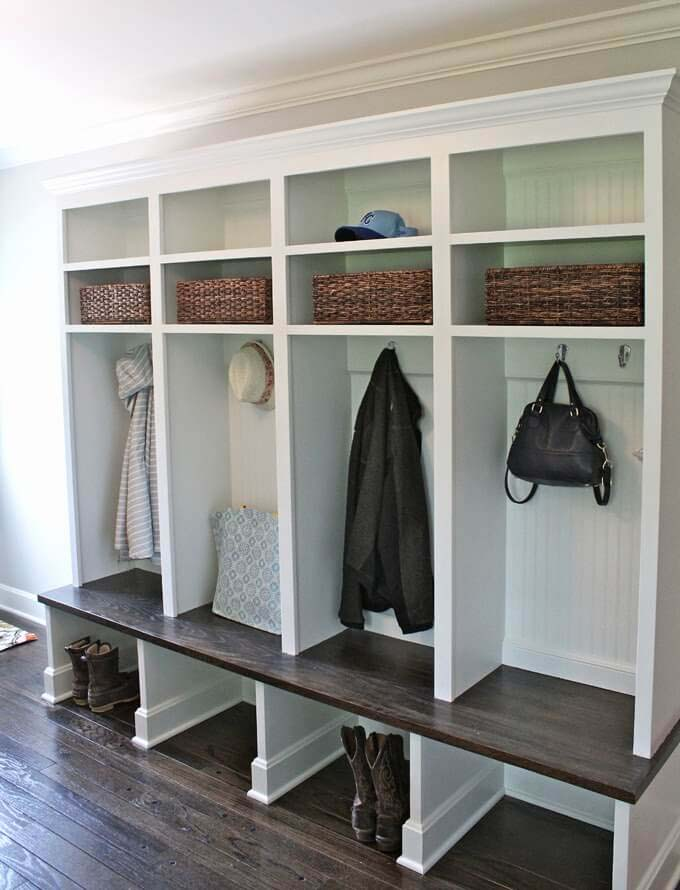 Timeless White And Dark Wood Combination #storage #mudroom #organization #decorhomeideas