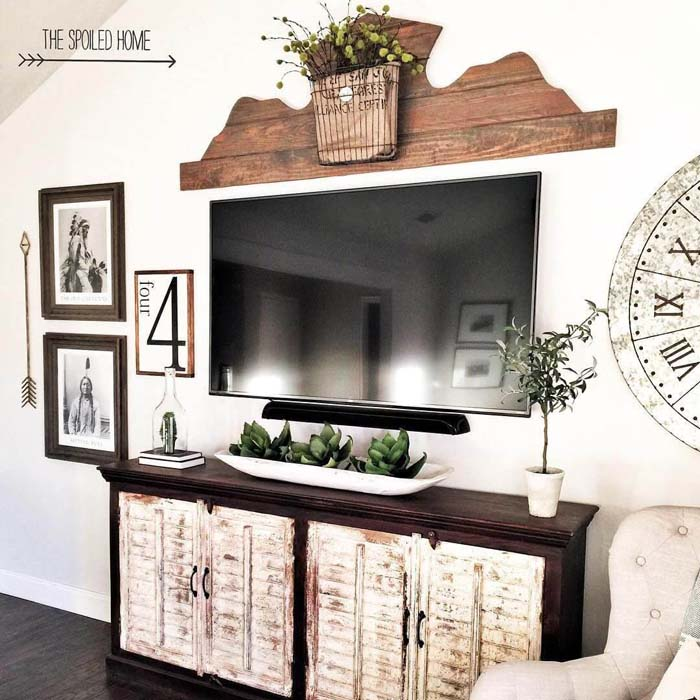 TV Area with Native American Photos #rustic #livingroom #walldecor #decorhomeideas