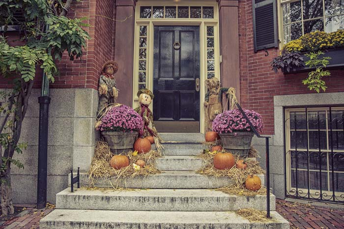 Welcoming Front Porch with Scarecrows #fall #garden #decoration #decorhomeideas