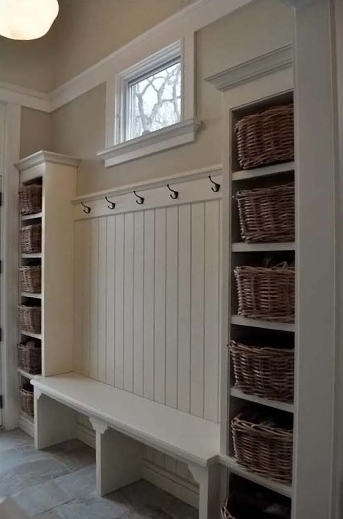 White Bench Hooks And Baskets For Storage #storage #mudroom #organization #decorhomeideas