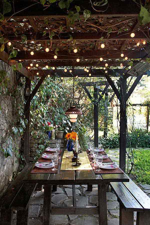 White Lights and Vines Over Outdoor Dining Area #stringlight #garden #yard #decorhomeideas