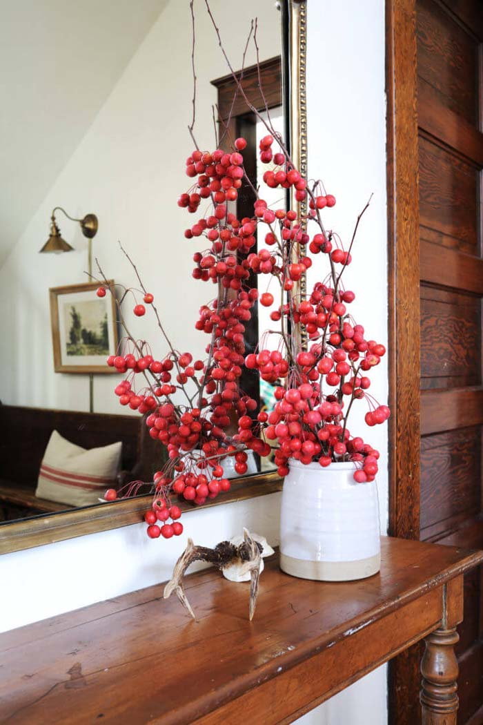 Wood and Winter Berry Entryway with Vase #farmhouse #entryway #decor #decorhomeideas