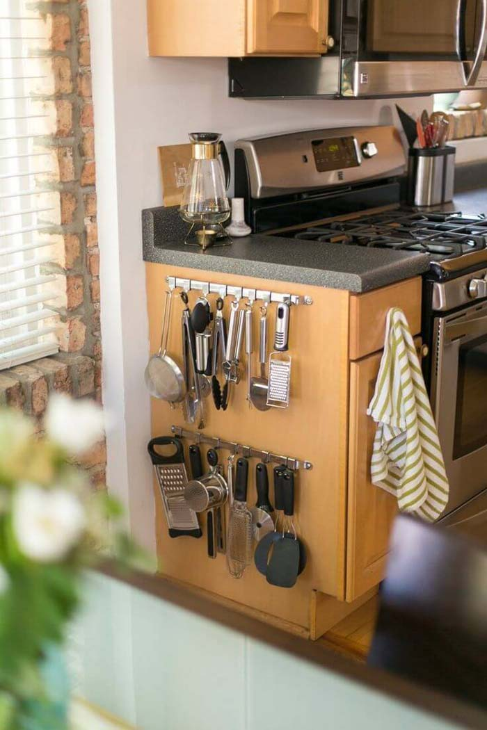 A Small Kitchen Accessory Wall #smallkitchen #storage #organization #decorhomeideas