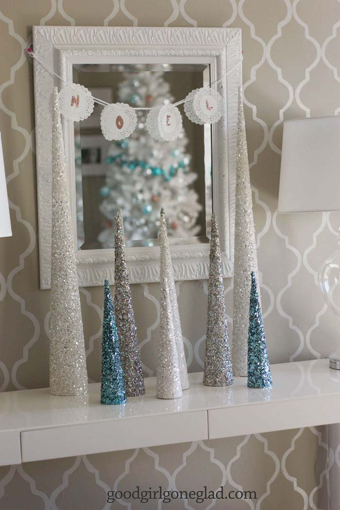 A Sparkling Silvery Forest Display #Christmas #blue #decorations #decorhomeideas