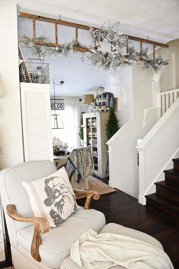 Another Way to Hang a Wreath #diy #ladder #repurpose #decorhomeideas