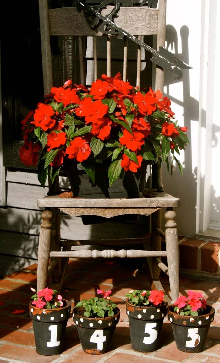 Antique Chair with House Number Front Door Flower Pots #flowerpot #frontdoor #frontporch #decorhomeideas