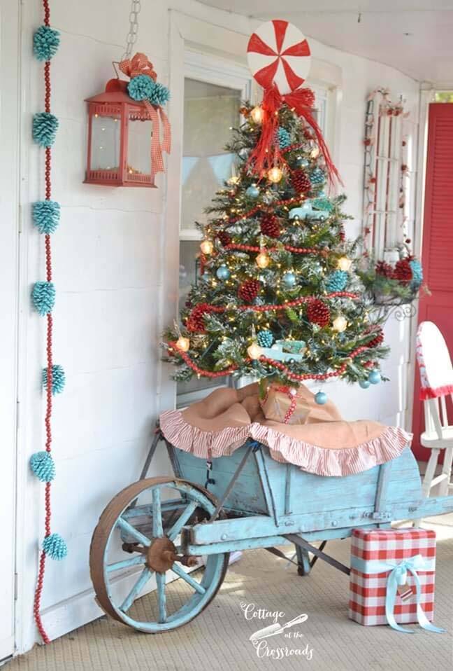 Aqua Christmas Porch #Christmas #blue #decorations #decorhomeideas
