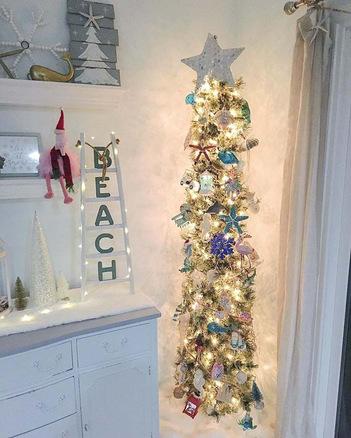 Beachy Christmas Tree #diy #coastal #christmas #decorhomeideas
