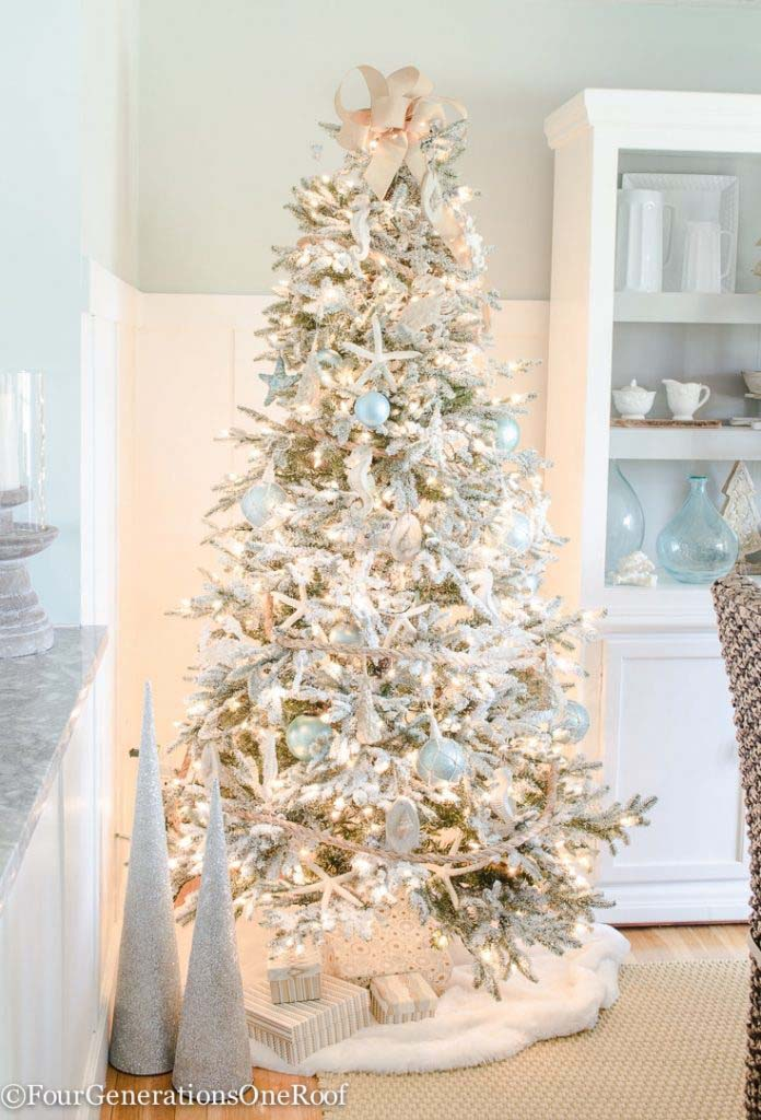 Blue and White Coastal Christmas Tree #diy #coastal #christmas #decorhomeideas