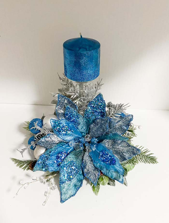 Blue Poinsettias Christmas Centerpiece #Christmas #blue #decorations #decorhomeideas