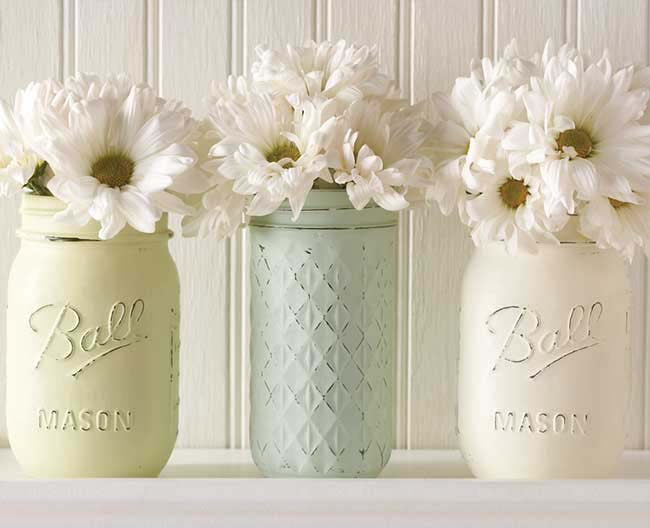 Chalk-painted Mason Jar Vases #bedroom #vintage #decor #decorhomeideas