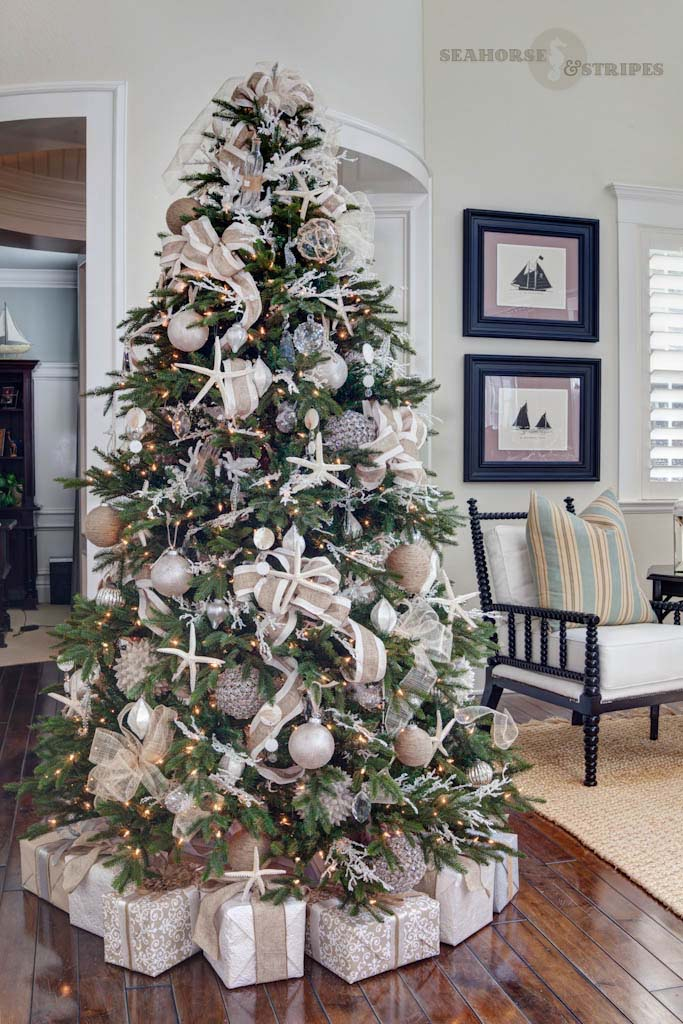 Chic Coastal Christmas Tree #diy #coastal #christmas #decorhomeideas