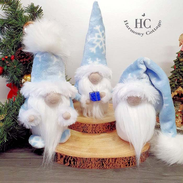 Christmas Gnomes Ice Blue #Christmas #blue #decorations #decorhomeideas