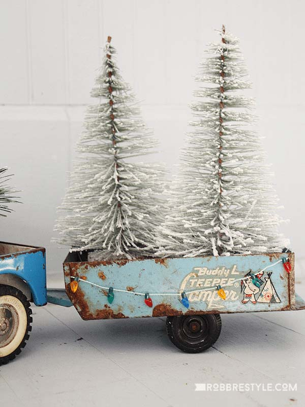 Christmas Vintage Cart #Christmas #blue #decorations #decorhomeideas