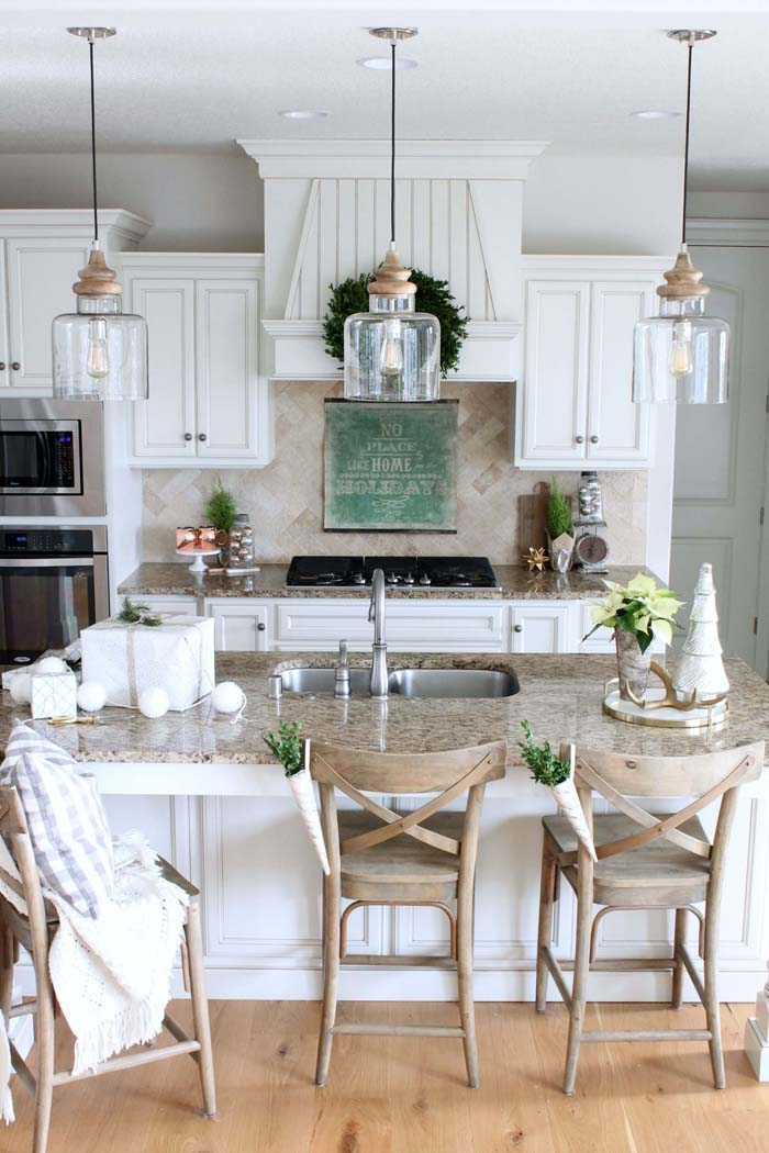 Classic White Cabinets with Beveled Edges #farmhouse #kitchen #cabinet #decorhomeideas