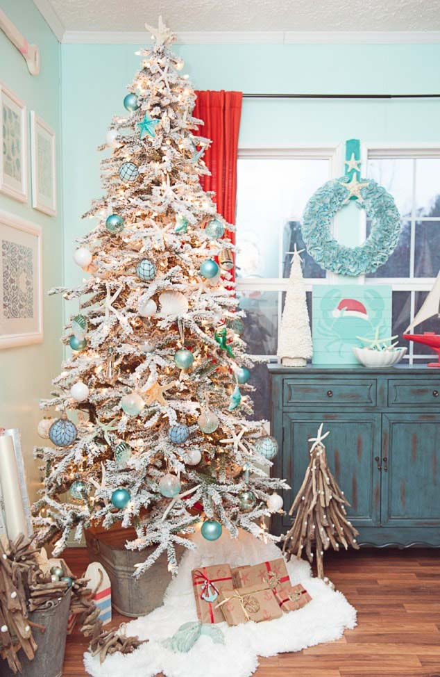 Coastal Christmas Tree Design #diy #coastal #christmas #decorhomeideas