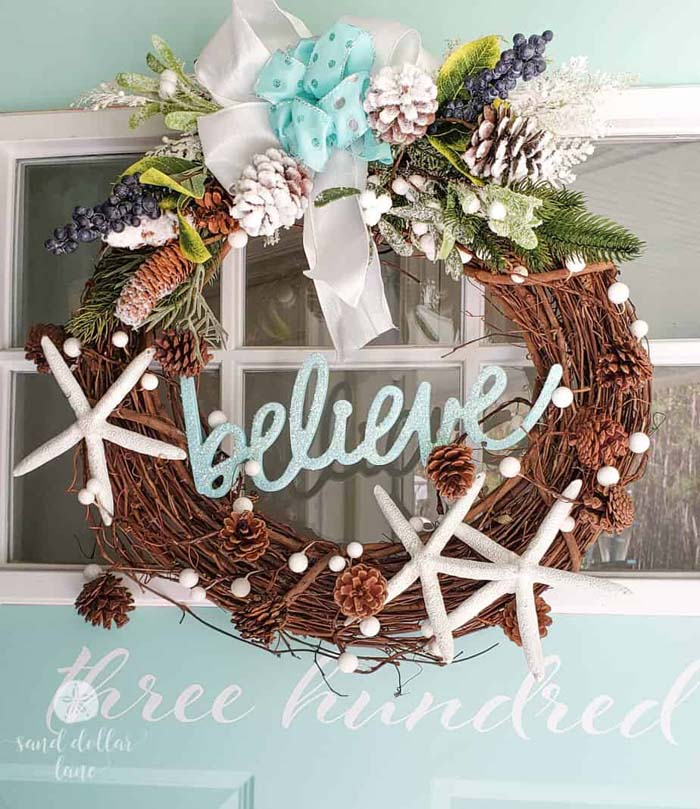 Coastal Christmas Wreath #diy #coastal #christmas #decorhomeideas