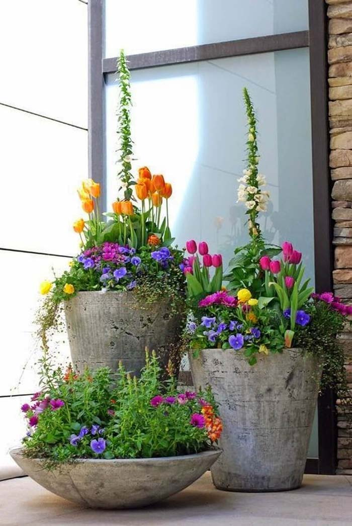 Concrete Spring Flower Pot Display #flowerpot #frontdoor #frontporch #decorhomeideas