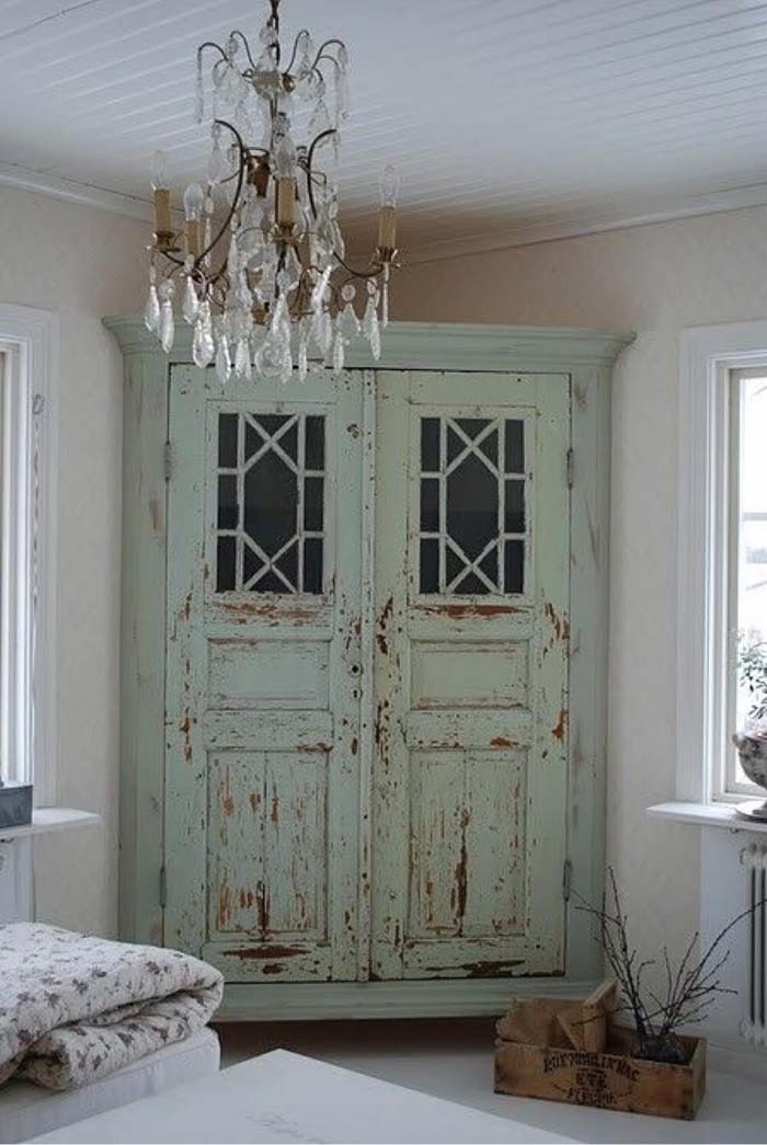 Corner Wardrobe Made From Distressed Doors #bedroom #vintage #decor #decorhomeideas