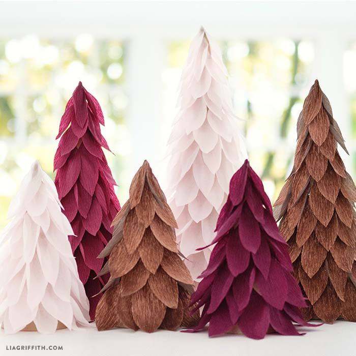 Crepe Paper Christmas Tree Cones #Christmas #tree #crafts #decorhomeideas