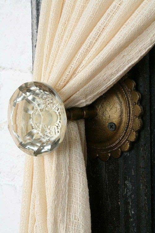 Crystal Doorknob Curtain Tiebacks #bedroom #vintage #decor #decorhomeideas