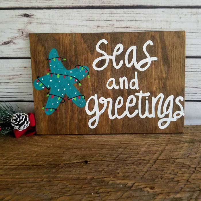 DIY Coastal Christmas Wood Sign #diy #coastal #christmas #decorhomeideas